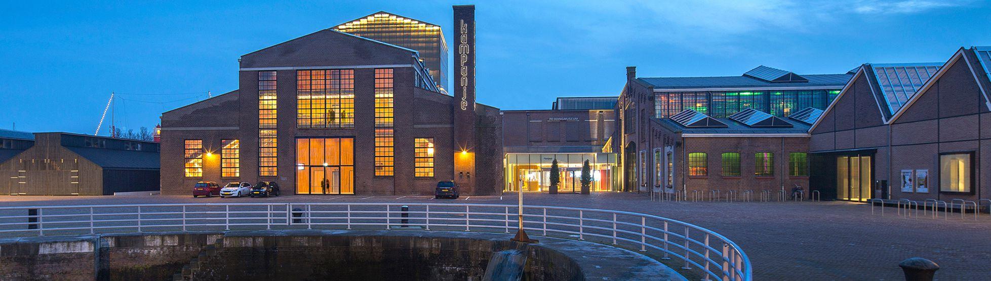Spraakmakend gebouw Schouwburg Kampanje krijgt duurzame installatie